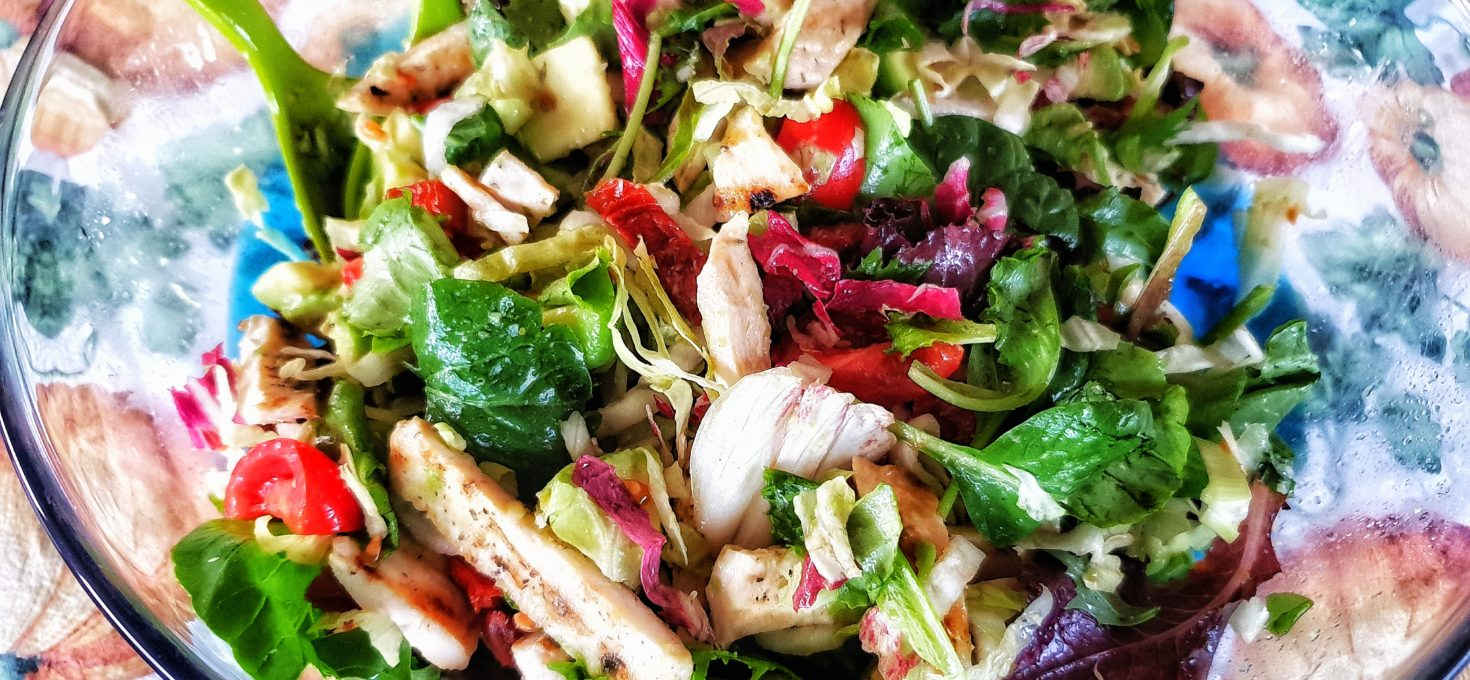 Insalata di pollo e avocado – Un piatto unico fresco e sfizioso